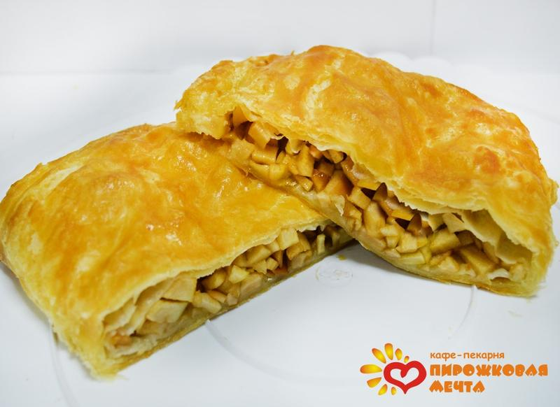 Пирог с яблоками с корицей из слоеного теста рецепт