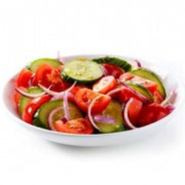 Салат из помидоров и огурцов свежих с растительным маслом