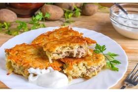 Деруны с мясом и сметаной - Фото