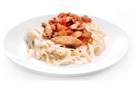 Острая лапша с курицей и овощами - Фото