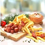 Картофель фри с беконом, соус лечо Фото