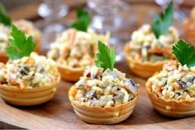 Тарталетка с салатом из курицы(от 10шт.) - Фото