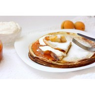 Блинчики с абрикосовым джемом Фото