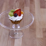 Корзиночка сливки с фруктами Фото