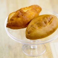 Пирожок с картофелем и луком печеный Фото