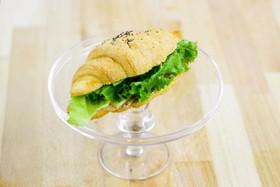 Сендвич-круассан с ветчиной и сыром - Фото