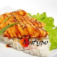Жареный лосось с соусом от шеф-повара Фото