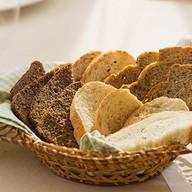 Хлеб белый, хлеб уральский Фото