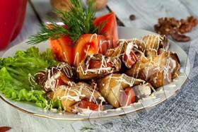 Рулетики из баклажан с помидорами - Фото