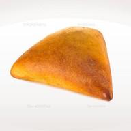 Пирожок с капустой и яйцом Фото