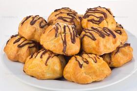 Профитроли с шоколадным кремом - Фото
