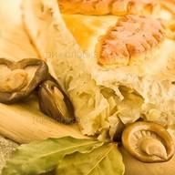 Пирог с капустой и грибами Фото