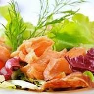 Салат с копченой форелью Фото