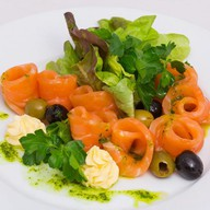Лосось малосольный в базиликовом соусе Фото