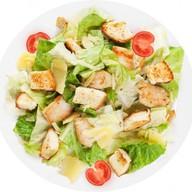 Цезарь салат c курицей Фото
