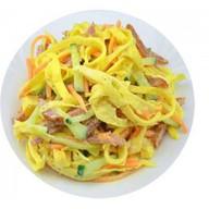 Блинный салат с ветчиной Фото