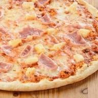 Пицца с ветчиной и ананасами Фото