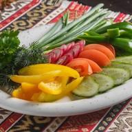 Ассорти фермерских овощей с зеленью Фото