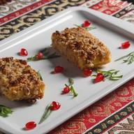 Жареный сыр Сулугуни с грецким орехом Фото