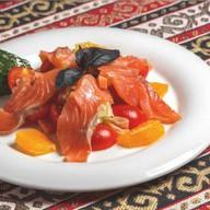 Салат с лососем и апельсиновой заправкой Фото