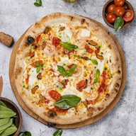 Пицца с морепродуктами и горгондзолой Фото