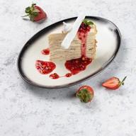 Торт блинный с ягодным соусом Фото