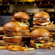 Бургер с говядиной с двойной котлетой Фото
