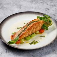Стейк из лосося с овощами Фото