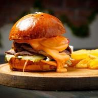 Бургер с брискетом из говядины Фото