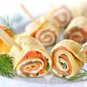 Рулетики с лососем и сливочным сыром - Фото