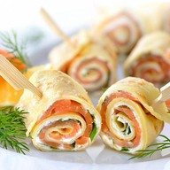 Рулетики с лососем и сливочным сыром Фото