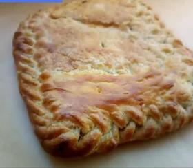 Пирог слоеный с сыром сулугуни, шпинатом - Фото