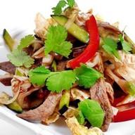 Фирменный салат с говяжьей вырезкой Фото