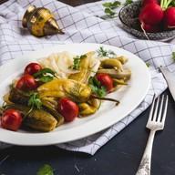 Ассорти из маринованных овощей Фото