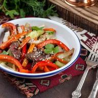 Салат из телятины с битыми огурцами Фото