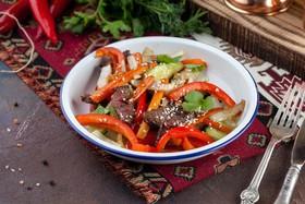 Салат из телятины с битыми огурцами - Фото