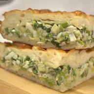 Пирог с луком зеленым и яйцом Фото
