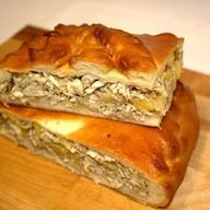 Пирог с курицей и картофелем Лакомый Фото