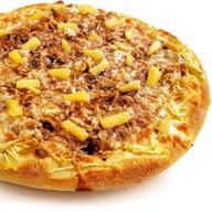 Сладкая пицца с яблоками и ананасами Фото