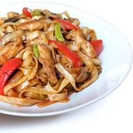 Удон с овощами и курицей Фото