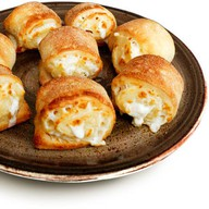 Пицца-роллы с моцареллой в соусе Фото