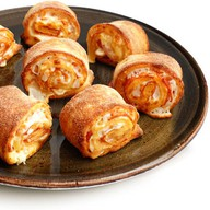 Пицца-роллы с пепперони и пармезаном Фото