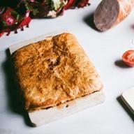 C сыром и ветчиной слоеный Фото