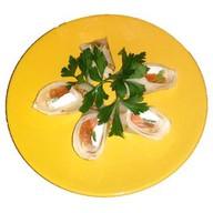Рулетики из блинчика с лососем и сыром Фото
