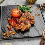 Цыпленок гриль с томатами и аджикой Фото
