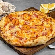 Пицца с креветками и беконом Фото