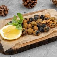 Оливки, маслины с орехами жареные Фото