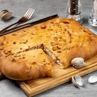 Пирог с лососем и рисом Фото