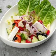 Салат на манер греческого Фото