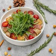 Салат со сладким черри,тунцом,креветками Фото
